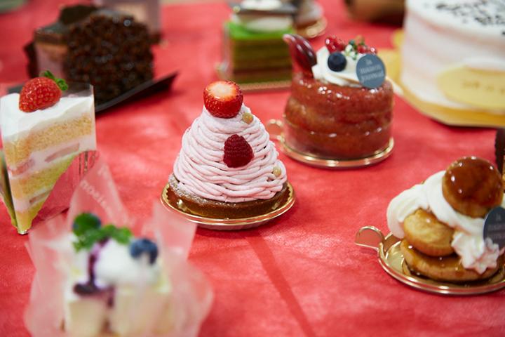 有名スイーツ店10店舗から100種類以上のケーキをご用意しました。